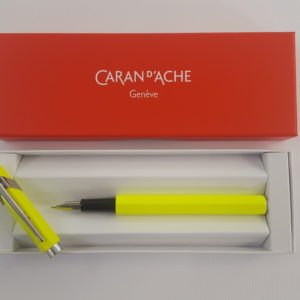 Caran d'Ache – Stilografica Caran d'Ache 849. Colore giallo fluo. Pennino M. – 840470