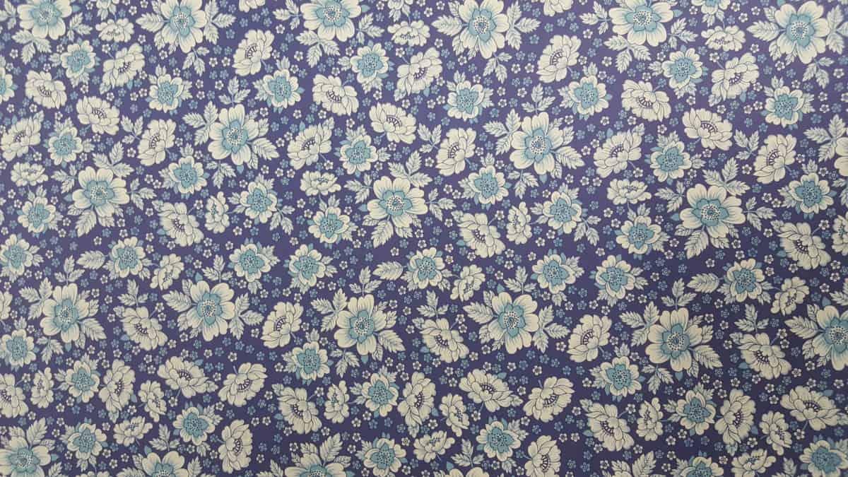 Carta Varese – Confezione da 5 fogli di carta Varese misura 100x70cm, peso carta: 100 g/mq. fantasia fiori blu e azzurri. – 310FIOBLUAZ